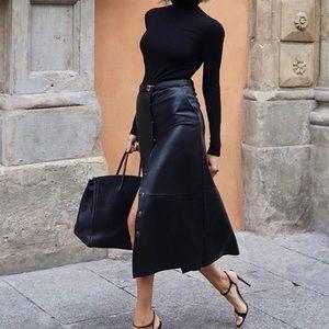 GORGEOUS ZARA NWT Faux Leather Skirt w Tie Belt